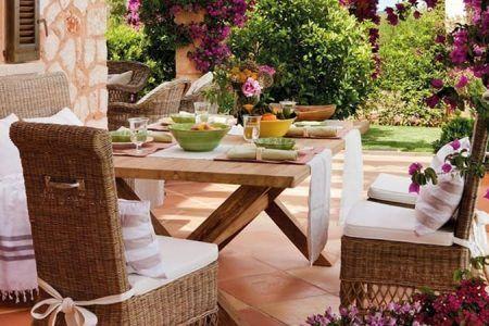 muebles de exterior con buganvilla