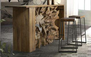 mesa tallada y taburetes